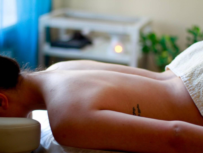 Фото массажа для рекламы